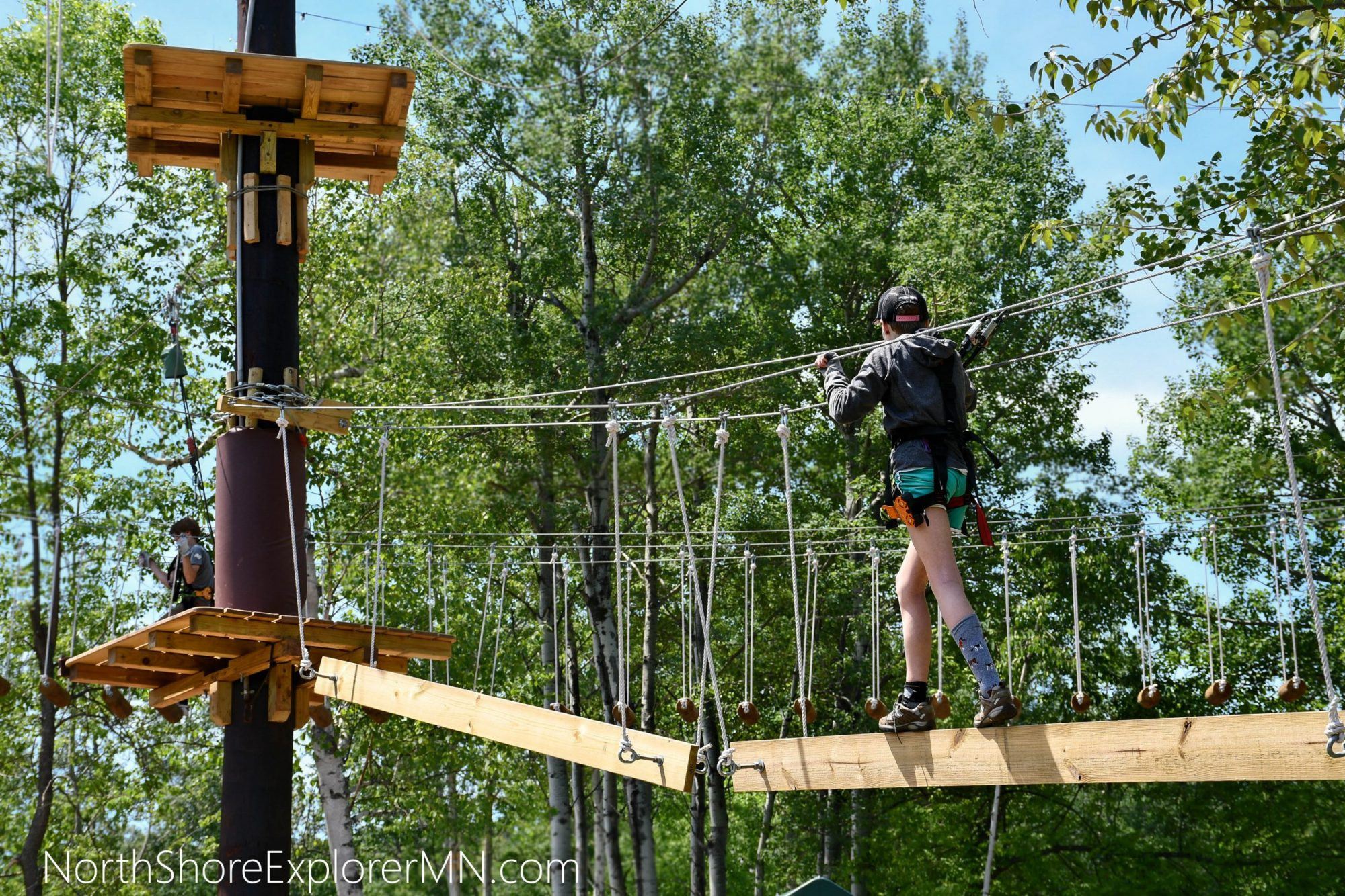 Climb on the aerial obstacle courses