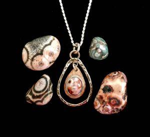 Thomsonite jewelry at Thomsonite Beach